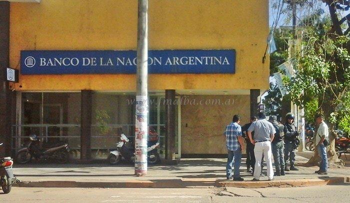 El lunes los bancos no abrirán sus puertas