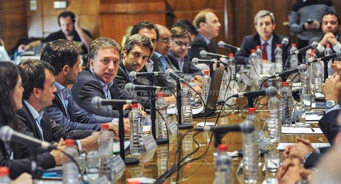 Listo el acuerdo con provincias para no subir gastos — Hacienda
